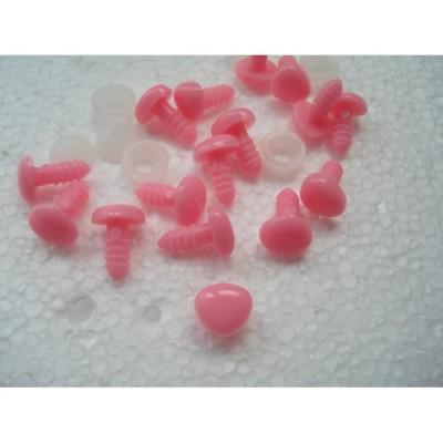 Носик розовый треугольный пластиковый для игрушек