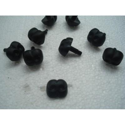 Носик черный пластиковый для игрушек квадратный