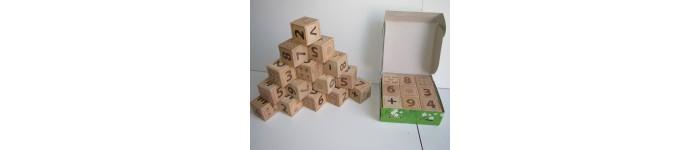 Кубики из дерева в ассортименте